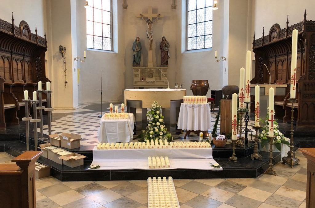 Segensfeier & Impuls für zu Hause hier – Osterkerzen in der Kirche