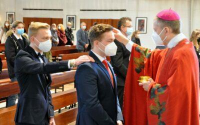27 Jugendliche von Weihbischof gefirmt