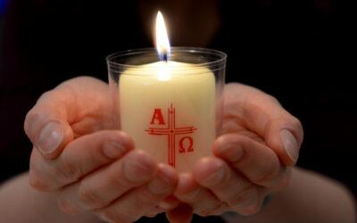 Osterkerzen in Kirchen verfügbar