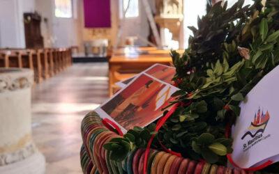 Palmzweig-Sträußchen in der Kirche zum mitnehmen