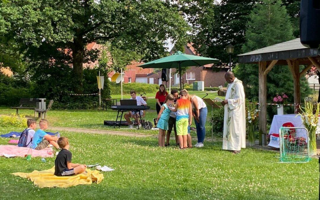 Messdiener feiern Anstoß-Gottesdienst
